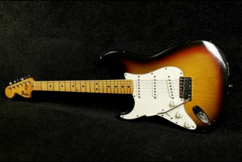 Fender Stratocaster 1976  3-Tone Sunburst Lefty